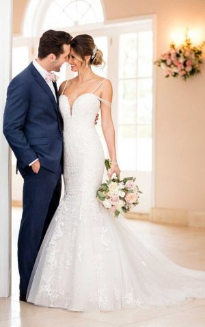 Stella York 6743 Wedding Dress (front)