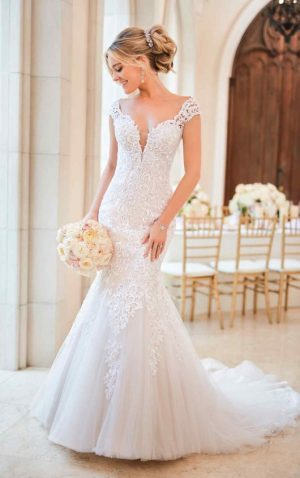 Stella York 6731 Wedding Dress (front)