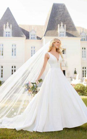 Stella York 6758 Wedding Dress (front)