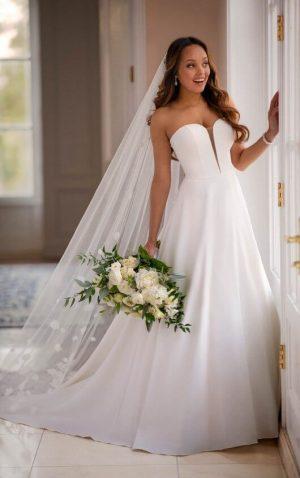 Stella York 6839 Wedding Dress (front)