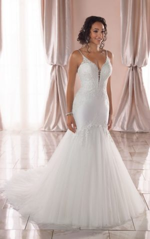 Stella York 6883 Wedding Dress (front)