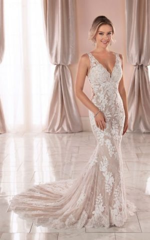 Stella York 6933 Wedding Dress (front)