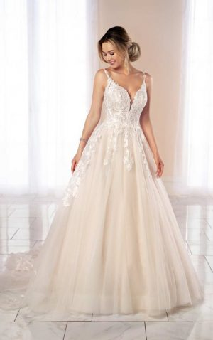 Stella York 6993 Wedding Dress (front)