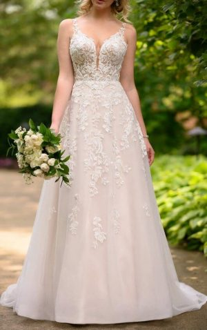 Stella York 7073 Wedding Dress (front)